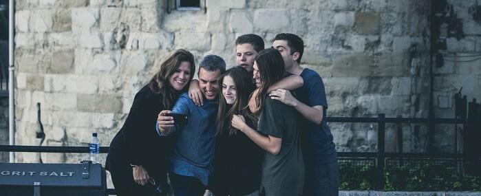 best selfie phones feature image