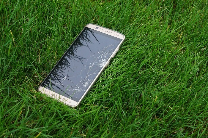 Broken Phone Grass Green