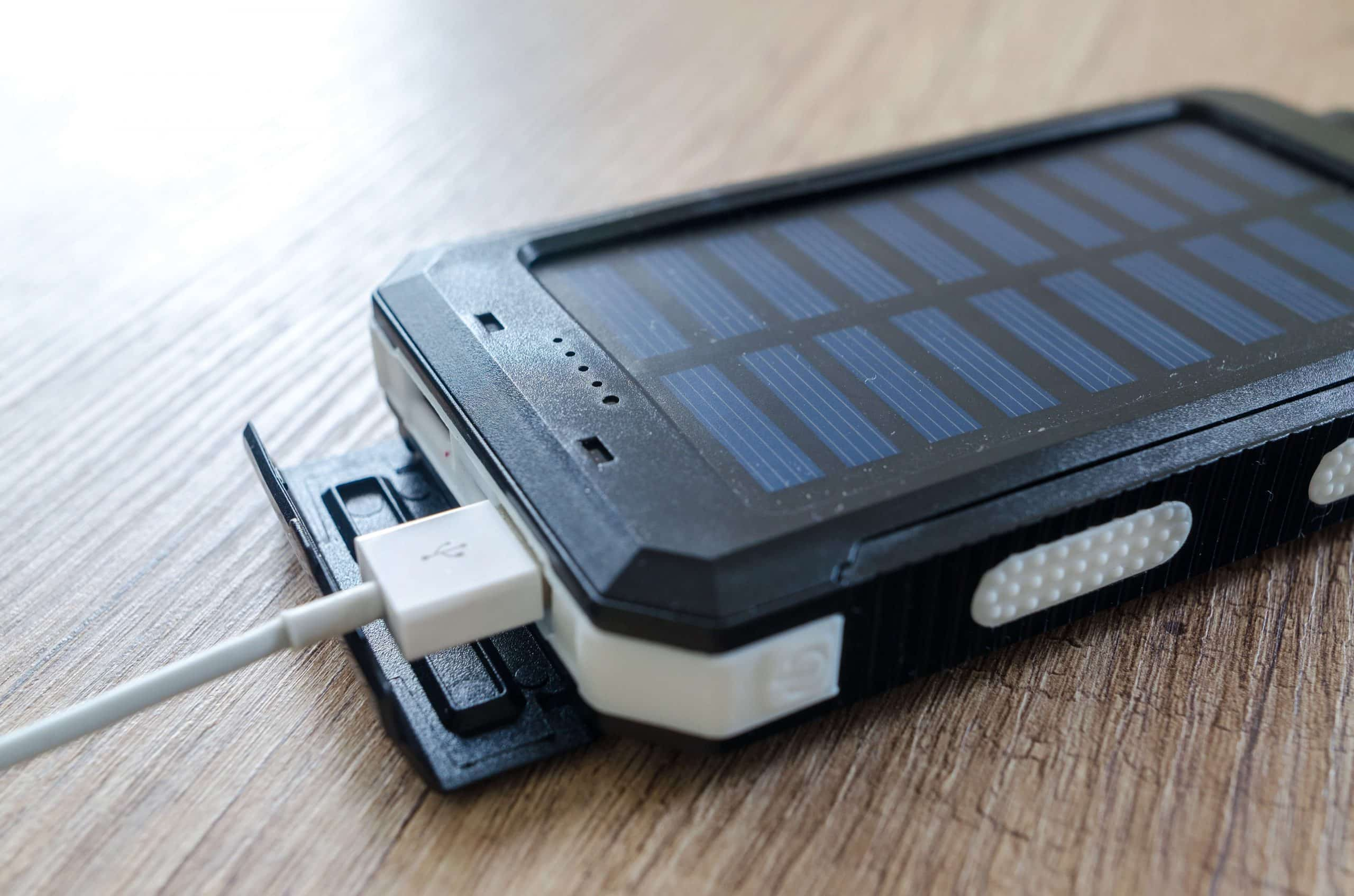 Black Colored Portable Solar Power Bank Charger for Smartphone with White Cable