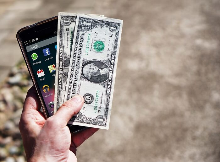 smartphone-and-cash