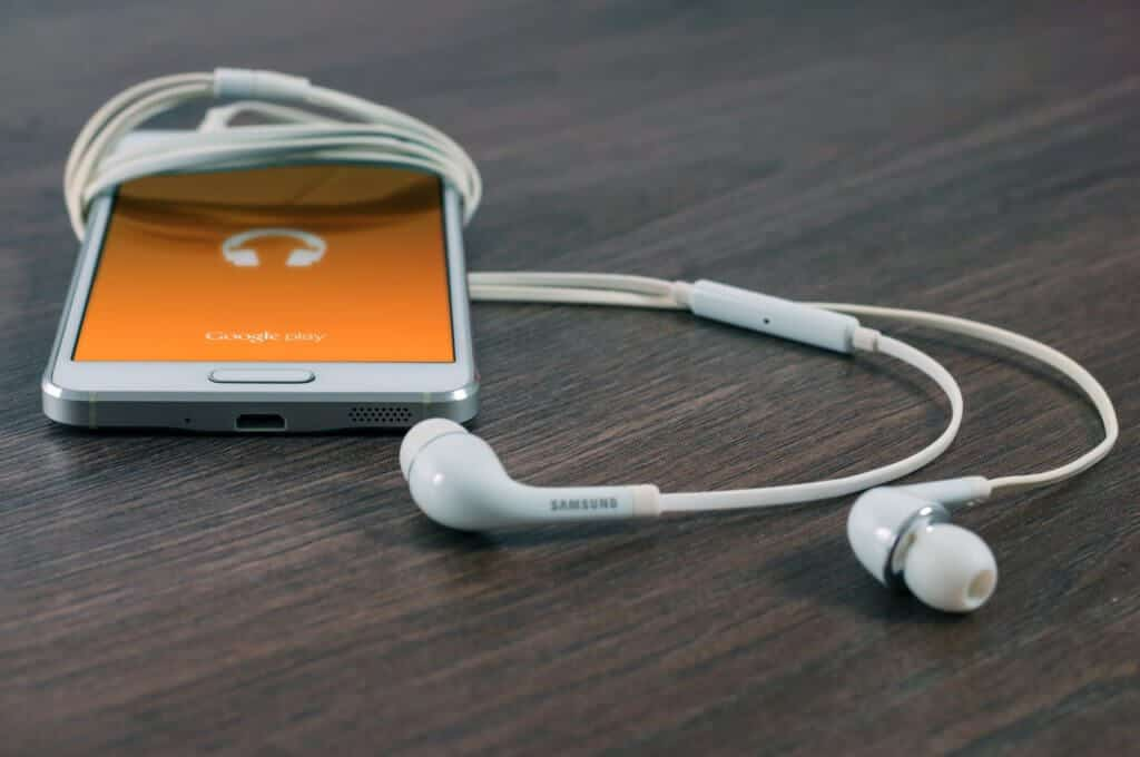 8 Best Phones for Music (Expert Reviewed)