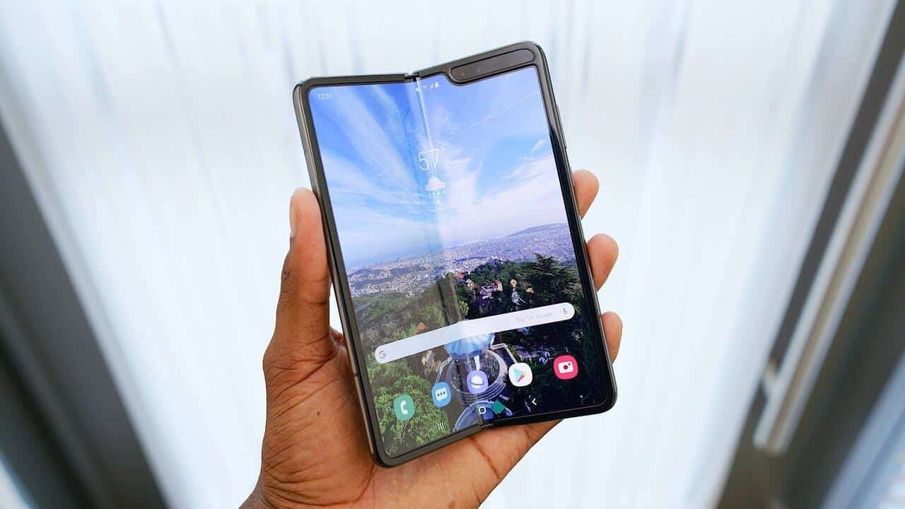 Here's How Samsung Is May Fix The Design Flaws In The Galaxy Fold