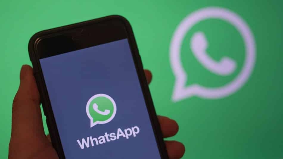 Facebook will reportedly start showing ads on WhatsApp in 2020