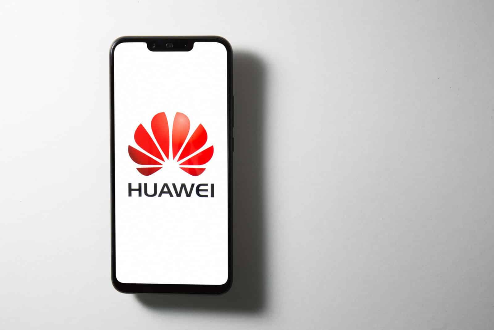 Huawei reportedly shows ads on some of its phone's lock screens and people are not happy