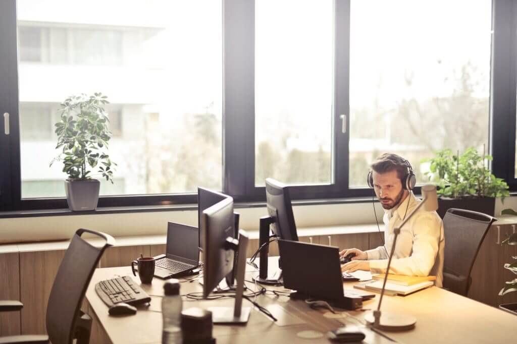 5 Cloud Based Call Center Phone System for Business