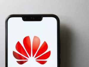 In the midst of its war against the US gov't, Huawei announces its own operating system