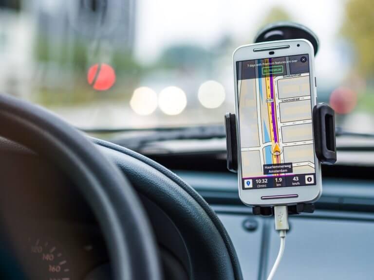 7 Best Car Phone Holder in 2021 – Universal Car Cell Phone Holder