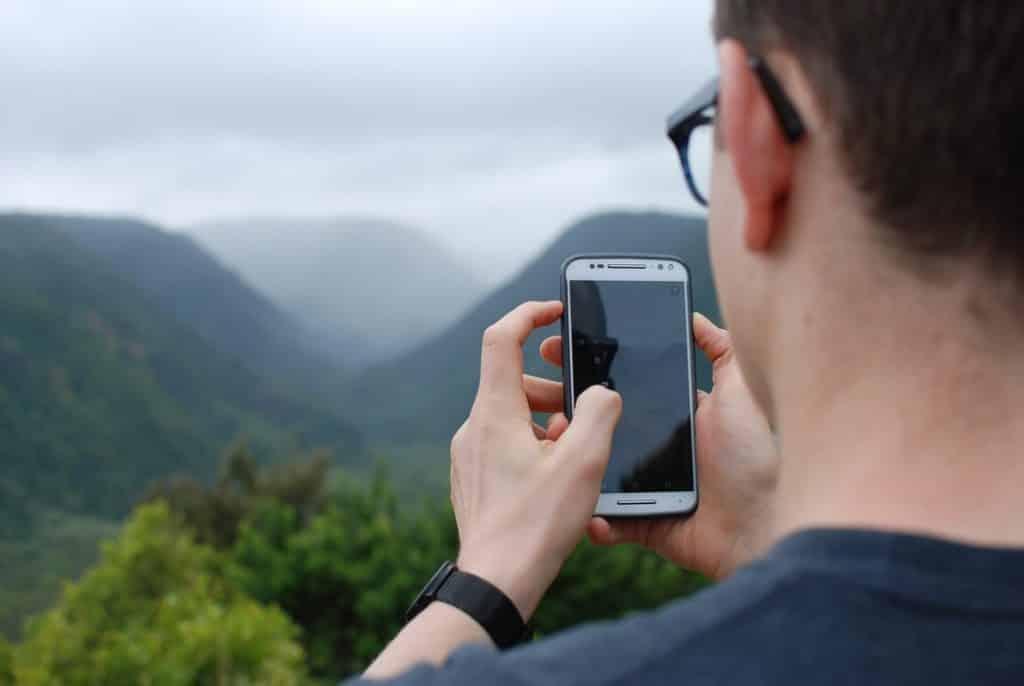 5 Best Phones for Outdoor Travel