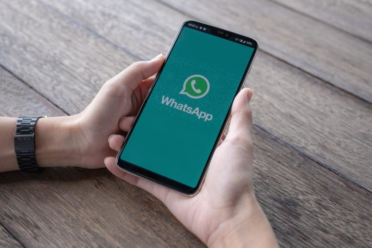 Beware!!! A WhatsApp text bomb crashes the app and hangs your phone