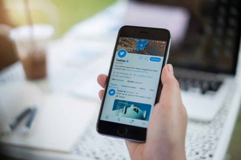 """Twitter launches a new feature """"Grouped follow"""" on Android"""
