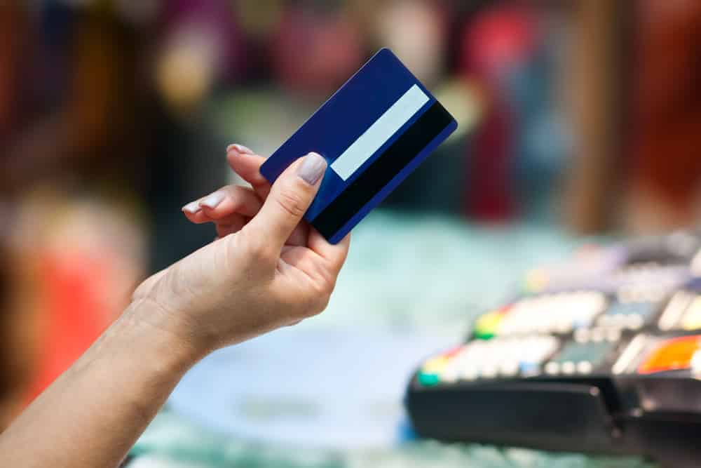 Hacker group attacks mobile phone website and steals customers' credit card info