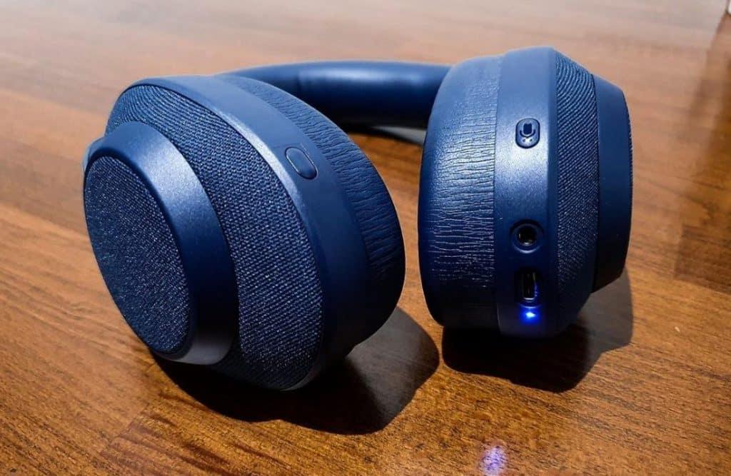 Wireless headphones connect through Bluetooth